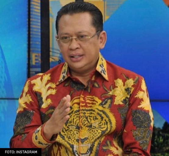 Bambang Soesatyo dengan Batik Motif Harimau
