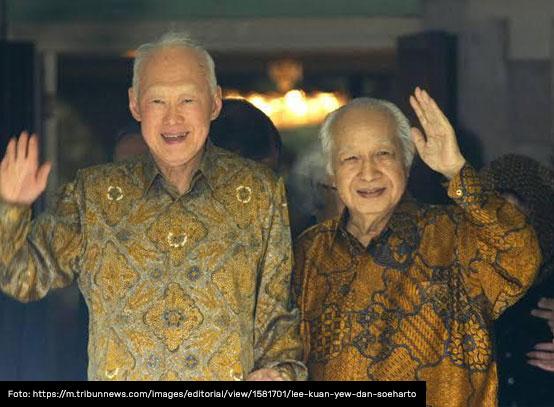 soeharto dengan batik indonesia motif sekar jagad