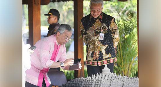 ganjar pranowo dengan batik indonesia motif batara wisnu