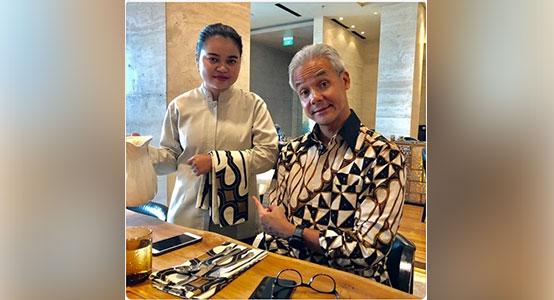 ganjar pranowo dengan batik indonesia motif parang barong