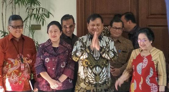 prabowo subijanto dengan batik indonesia motif garuda