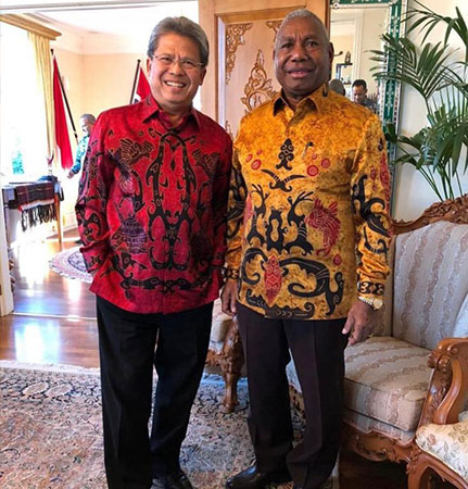 Todung Mulya Lubis - Ambassadors of Indonesia and The Batik