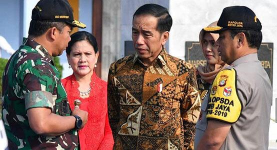joko widodo wearing a pamiluto indonesian batik
