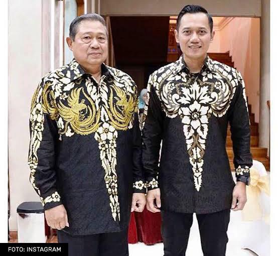 SBY dan Agus Harimurti Yudhoyono memakai Batik Motif Benteng Raja